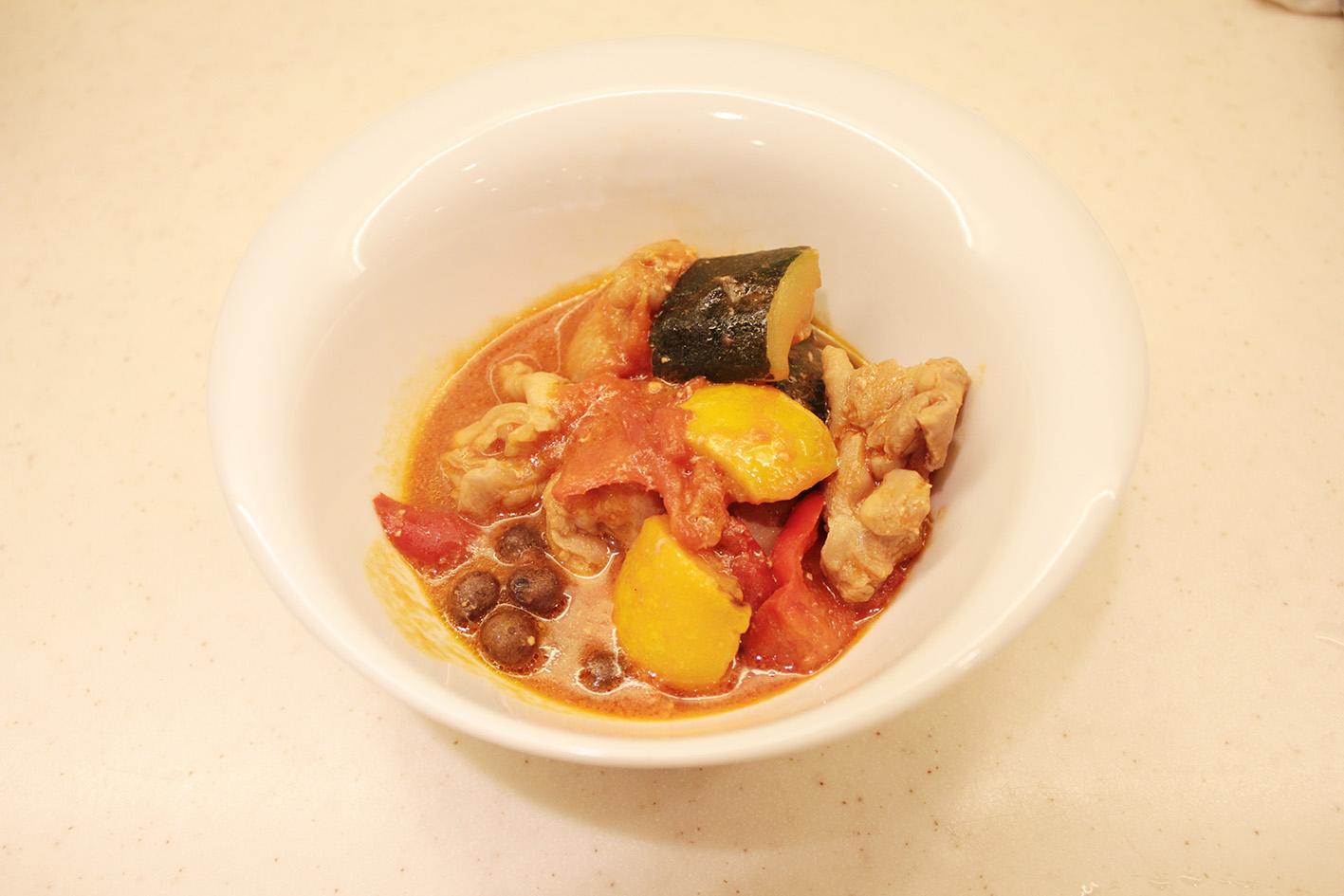 004むかごと鶏肉の味噌トマト煮込み